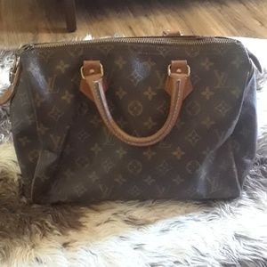 Pre-owned  Hand Bag in fair condition